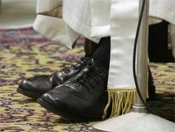"""Képtalálat a következőre: """"ferenc pápa cipője"""""""