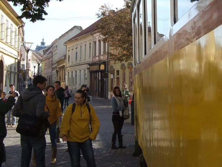 A villamos akár el is indulhatna a Ferencesek utcáján a Széchenyi tér felé...