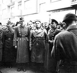 Marosy László alezredes szovjet katonák körében
