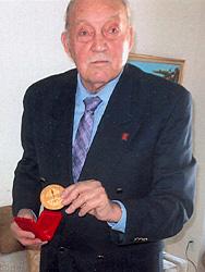Kerekes Sándor a díjjal