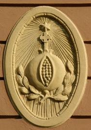 A Gránátalma patika címere