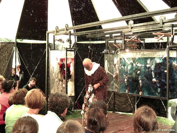 Kisharsány, Templomkert: Hamlet a lengyel Teatr Walny előadásában