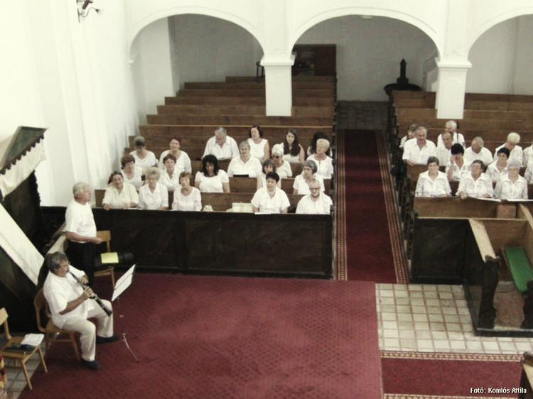 Kisharsány, Templom: Énekvarázs - tárogatón közreműködik Borsós István