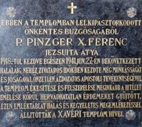 Pinzger Ferenc jezsuita atya emléktáblája a templomban