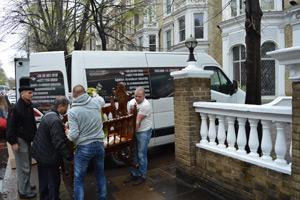 Érkezés a londoni szállodába