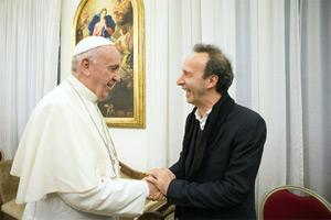 Ferenc pápa és Roberto Benigni a könyvbemutatón Fotó: Religion News Service